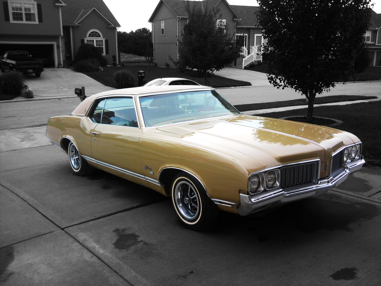 Gold 1970 Cutlass SX