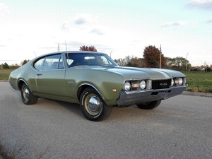 1968 Oldsmobile 442 with Dog Dishes
