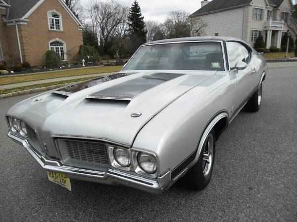 1970 Oldsmobile Cutlass Holiday Coupe