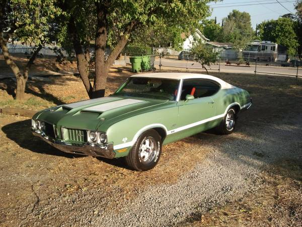 1970 Oldsmobile Cutlass S W-31 clone