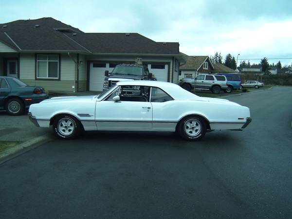 1966 Oldsmobile Cutlass 442 Holiday Coupe