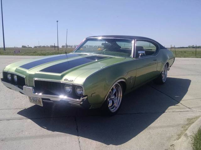 1969 Oldsmobile Cutlass S Holiday Coup