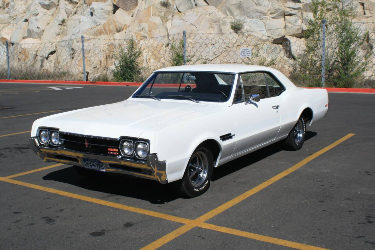 1966 Oldsmobile 442 Holiday Coupe 4 speed