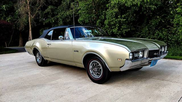 1968 Olds 442 Convertible - 4 Speed Car