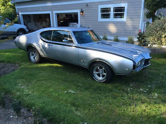 1968 Oldsmobile Cutlass Hurst/Olds Tribute