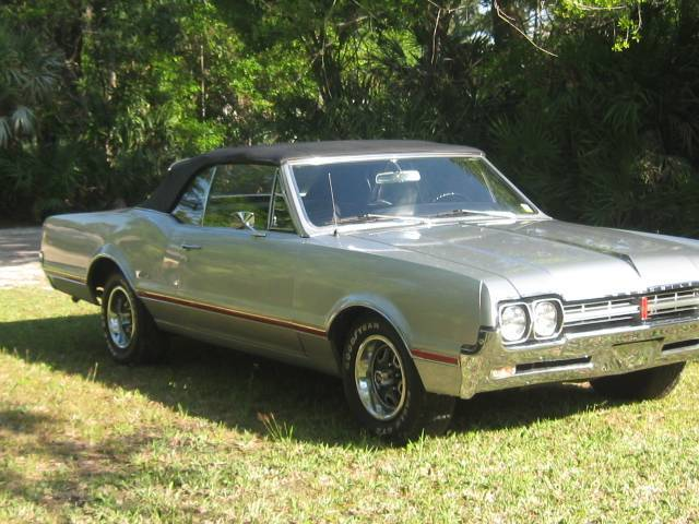 1966 Oldsmobile Cutlass convertible 4 speed